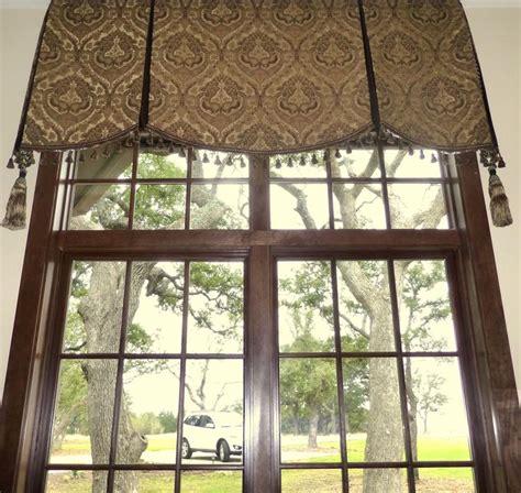 soft cornice valance  transom window  sew