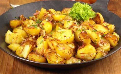 cuisine lyonnaise recettes pommes de terre sautées à l 39 ail aux fourneaux