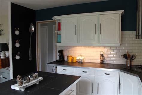 comment renover sa cuisine en chene opposer les couleurs comment relooker une cuisine