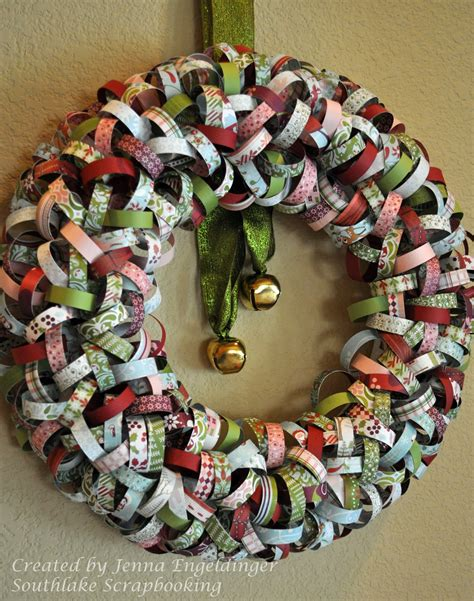 Wrapping Paper Chains And Baubles