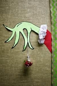19 funny christmas office door decorating ideas