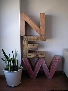 Recycled pallet furniture 25 unique ideas 99 pallets for Making wooden letters