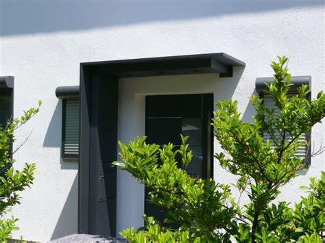 vordach hauseingang mit seitenteil vordach aus aluminium mit seitenteil briefkasten integriert karlsruhe vord 228 cher