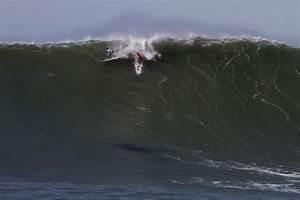 Chris Bertish wins the Mavericks Big 2010 wave competition ...