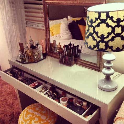 table de chambre la table de maquillage pour votre coin de beauté