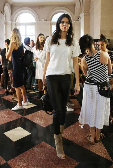 kendall jenner atelier versace show paris fashion week