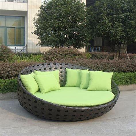 canapé lit rond emejing lit de jardin rond resine tressee photos doztopo