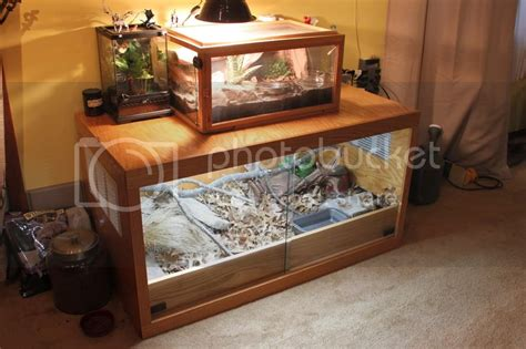 However, you will have to go for the right size of the tank in order to keep your pet comfortable. Direction on stacking enclosures • Bearded Dragon . org