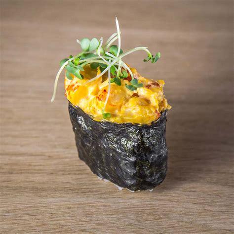 Suši Gunkan Spicy Ebi ir suši ar garnelēm un aso mērci.