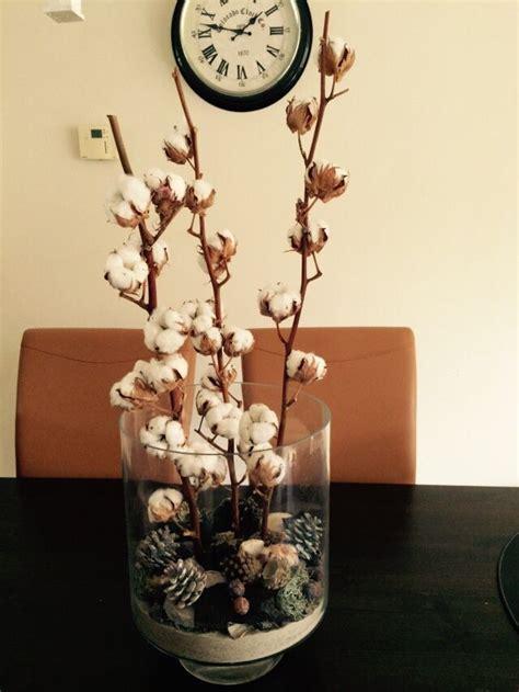 huiskamer echt katoen takken in vaas met decoratie echt herfst sfeer