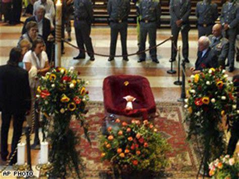 controversy swirl  pavarotti funeral