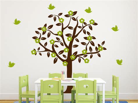 Wandtattoo Kinderzimmer Baum wandtattoo baum mit bl 252 ten und v 246 geln wandtattoo de