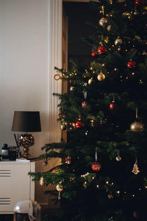 Weihnachtsbaum Rot Silber Geschmückt by Weihnachtsbaum Dekoration Ideen Homeautodesign