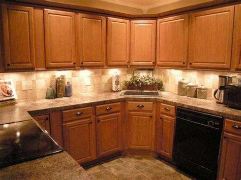 kitchen backsplash with oak cabinets best 20 kitchen tile backsplash with oak ideas on 7715