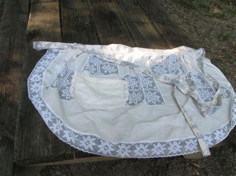 table cloth      apron sewing  cut