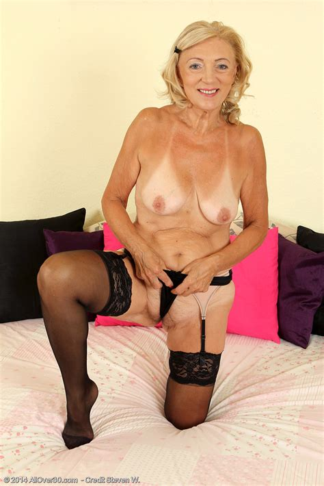 Mature Blonde Kamilla Have Fun With Her Hole Milf Fox