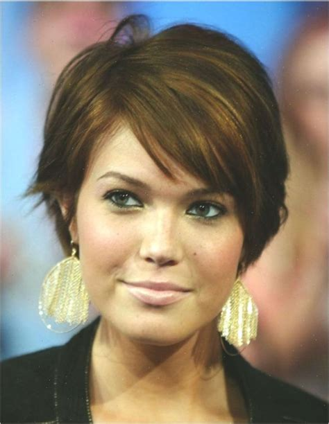 21 Most Flattering Short Hairstyles for Round Faces #