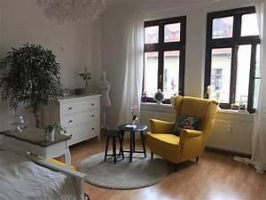 Wg Zimmer Einrichten : gem tliche sitzecke mit gelbem sessel ist das highlight ~ Watch28wear.com Haus und Dekorationen