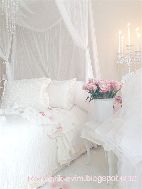 twinkle lights for bedroom white shabby chic bedroom white twinkle lights 17654 | 9bdb9197f22148b8d20b3b5d4cd13b5a
