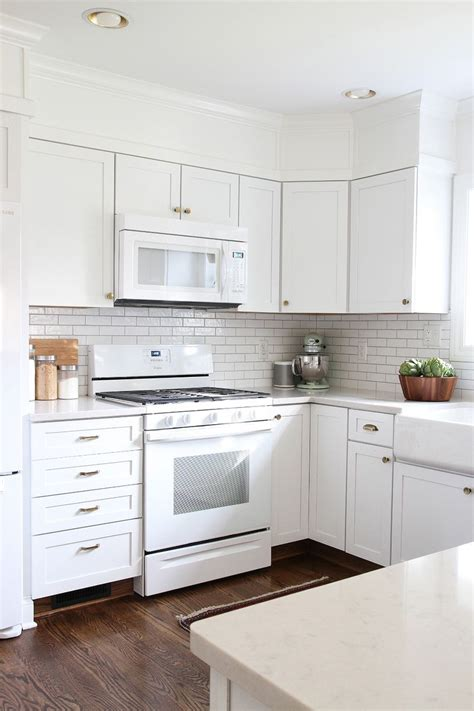 Kitchen Cabinets With White Appliances by I M A Fan Of All White In Kitchen Appliances Decour