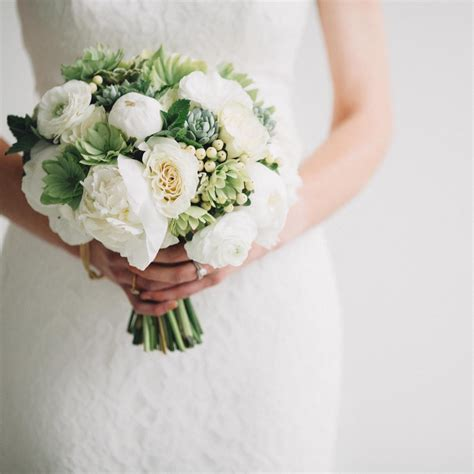 The 10 Best Simple Chic Wedding Bouquets Pretty Happy