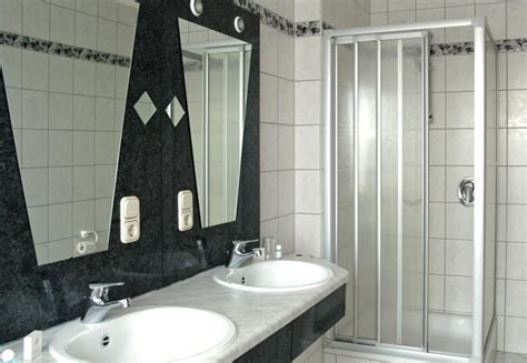 City Hotel  Badezimmer  Unterkunft & Reisetipps