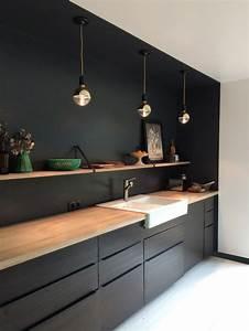 1001 idees cuisine noir mat et bois elegance et sobriete for Idee deco cuisine avec meuble cuisine noir et bois