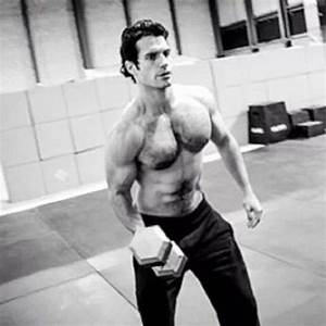 Henry Cavill is busy training during the holidays. Go ...