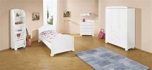 chambre blanche pour enfant en 45 idees With tapis chambre bébé avec robe blanche fleur