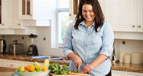 femme qui cuisine grande bretagne des cours de cuisine contre l 39 obésité
