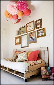 DIY {pallet reading bed for the nursery