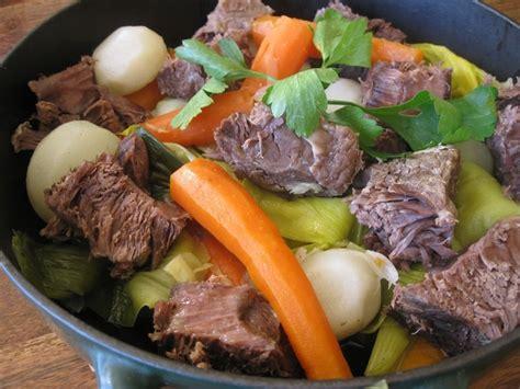comment cuisiner le paleron de boeuf recette de pot au feu au paleron de bœuf la recette facile