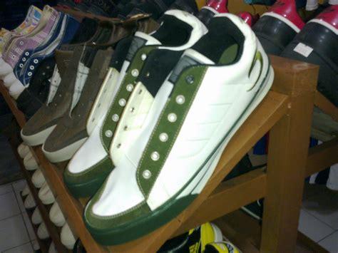 Sepatu Kets Merk Warrior look me outlet sepatu kets cowok