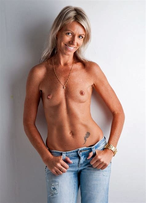 milf in jeans at nude mom pics