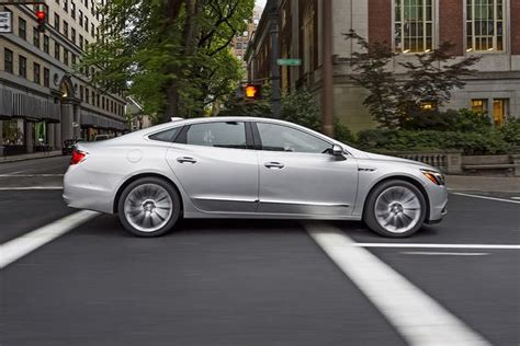 Buick Lacrosse Vs Regal by 2016 Vs 2017 Buick Lacrosse What S The Difference