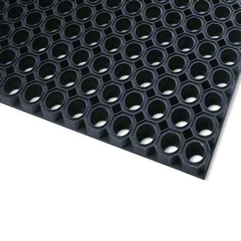 tapis caillebotis caoutchouc naturel omat noir standard 100 x 150 cm l apei de amand