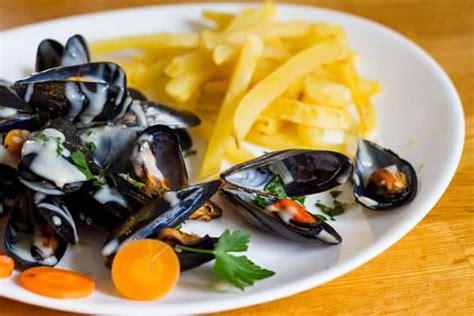 cuisine belge traditionnelle moules marinières la recette plus traditionnelle la