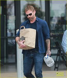Full Sized Photo of heres what seann william scott is up ...