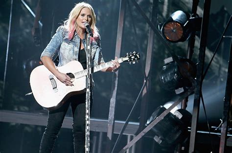 2015 cmas miranda lambert performs bathroom sink billboard
