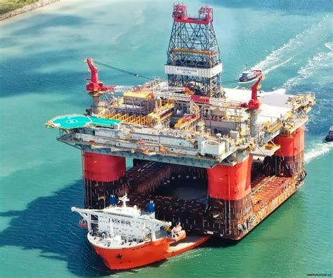 Biggest Boat Lift In The World by Huge Semi Submersible Ships Are The Only Vessels Capable