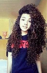 15 Ultra-Chic Long Curly Hairstyles for Women - Pretty Designs