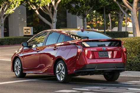 2017 Toyota Prius Prime Vs. 2017 Toyota Prius