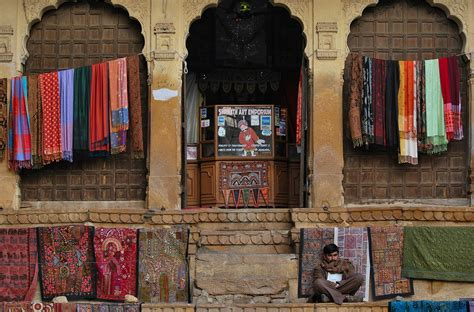 venditore di tappeti il venditore di tappeti juzaphoto