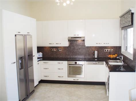 black shiny kitchen cabinets tips on cleaning white high gloss kitchen we bring ideas 4743