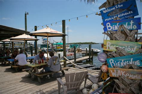 fish grouper sandwich sandwiches five saveur waterfront appeal casual dining company its star