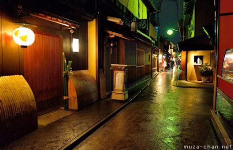 simply beautiful japanese scenes rainy nigh  ponto cho