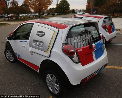 Dominos Pizza Cars by Domino S Create New Chevrolet Spark Delivery Car Which Can