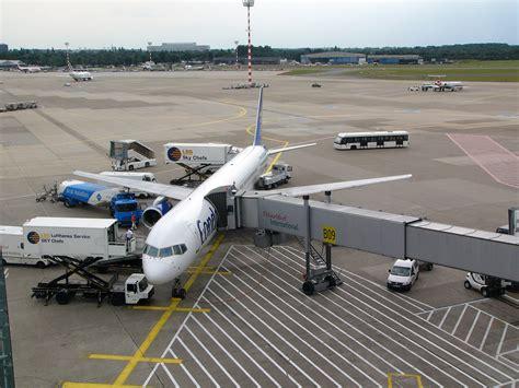 Dusseldorf airport, also known as düsseldorf international airport (iata: File:Düsseldorf Airport - DUS - Flughafen Düsseldorf ...