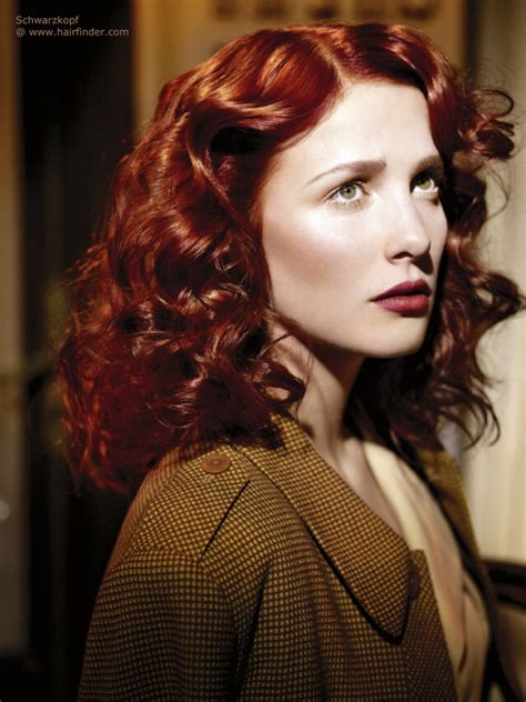Post war 40s vintage hairstyle for long red hair with