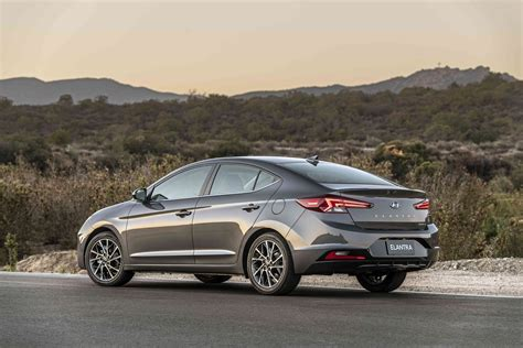 hyundai elantra pictures price performance